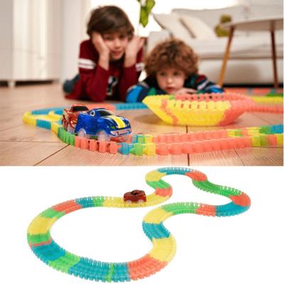Pista dhe makina Magic Tracks per femije